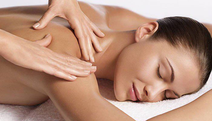 Masaje antiestres en hombros y cuello